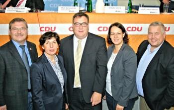 Reinhard Otto, Anne Willer, Karina Moritz und Karsten Schenk (v.l.) mit dem Spitzenkandidaten Mark Weinmeister (Mitte). Foto: nh