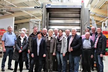Produktionsleiter Ulrich Harle (links) mit den Besuchern der CDU Schwalmstadt. Foto: nh
