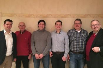 Vorstand der CDU Ottrau: Matthias Wettlaufer, Georg Keil, Cai Rüffer, Christian Hofmann und Jens Mörschel mit MdB Bernd Siebert (v.l.). Foto: nh