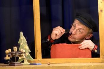 """Spielraumtheater - """"Als der Briefträger den Weihnachtsmann traf"""". Foto: nh"""