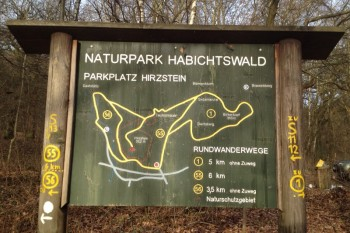 Beispiel einer Wandertafel auf dem Hirzstein. Foto: nh