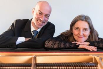 Jochen Faulhammer und Christine Weghoff präsentieren in ihrem Programm ein musikalisches Denkmal gegen das Vergessen. Foto: nh