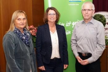 Grünen-Spitzenkandidatin Dr. Bettina Hoffmann, Hessens Umweltministerin Priska Hinz und der Fraktionsvorsitzende der Grünen Niedenstein, Jörg Warlich (v.l.). Fotoquelle: Jörg Warlich