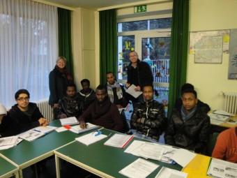 Die Kursteilnehmer, der Flüchtlingsbeauftragte des Lions Clubs, Christian Engel und FrauLambrecht. Foto Gert Wenderoth