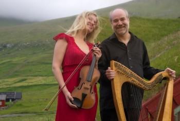 Die färöische Geigerin Angelika Nielsen und Harfenist Thomas Loefke verbinden in ihren Klanglandschaften ihre eigenen Kompositionen mit Musik von den Färöern und aus Irland. Foto: nh