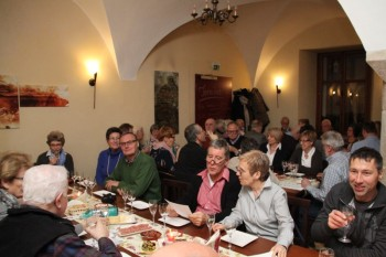 """Weinprobe des Partnerschaftsvereins Schwalmstadt im Weinlokal """"La Copa"""". Foto: nh"""