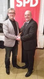 Lothar Ditter (Vorsitzender des SPD-Ortsvereins Frankenhain / Florshain ) und Dr. Edgar Franke (MdB). Foto: nh