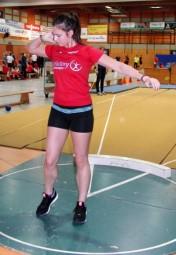 Selina Langhorst kam mit der 4kg-Kugel zum ersten Mal über die 9m-Marke und holte sich überraschend den Sieg in der WU20. Foto: nh