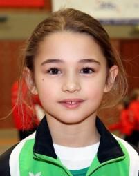 Lena Augustin wurde für die beste Dreikampfleistung mit einem Pokal ausgezeichnet. Foto: Alwin J. Wagner