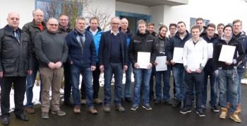 Mit Erfolg legten die neuen Elektroniker ihre Gesellenprüfung ab. Foto: Wolfgang Scholz