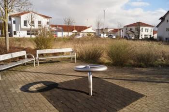 Brache statt Spielplatz und Park bemängeln Niedensteiner Grüne. Foto: nh