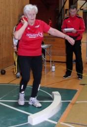 Hella Böker verbesserte mit ihrem ersten Standstoß den hessischen Hallenrekord in der W75. Foto: nh