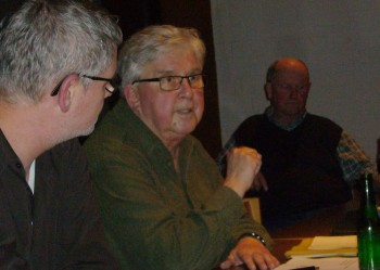 Detlef Lecke im Gespräch mit dem Fraktionsvorsitzenden Stephan Bürger. Foto: nh