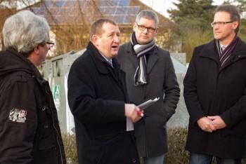 R. Lewandowski aus Heßlar, Landtagsabgeordneter Günter Rudolph, SPD-Fraktionsvorsitzender Stephan Bürger und Stadtverordnetenvorsteher Stefan Umbach (v.l.). Foto: nh