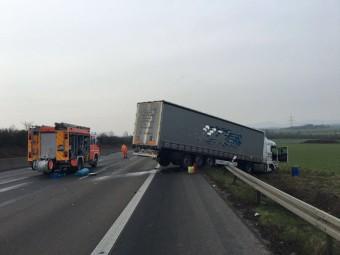 Verunfallter Sattelzug auf der A7. Foto: Polizeipräsidium Nordhessen - Kassel