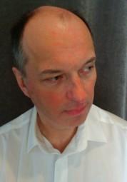 """Dr. Thomas Wiegand referiert im Haus an der Eder zum Thema """"China unter Druck – Fragen zur globalen Dimension der wirtschaftlichen Entwicklung und die Auswirkungen auf Europa und die USA"""". Foto: nh"""