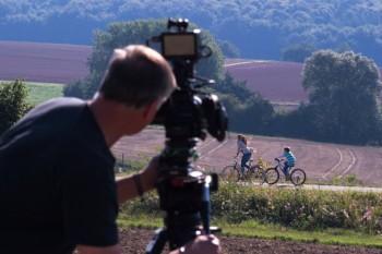 Für den Imagefilm wurden in den vergangenen Monaten überall in der Region Aufnahmen gedreht, wie hier am Bahnradweg im Rotkäppchenland. Foto:  jojo TV
