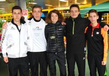 Die zweifache U20-Europameisterin Alina Reh aus Ulm mit den MT-Ausdauerspezialisten. Foto: nh