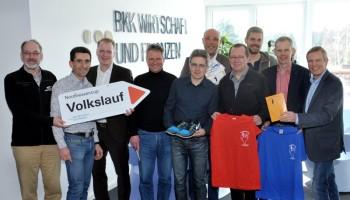 Stimmten sich auf die 31. Saison des Nordhessencups ein: Jochen Miersch, Armin Hast (1. Vorsitzender Nordhessencup e.V.), Björn Hansen (BKK Wirtschaft & Finanzen), Sven Schauenburg (RBS Ingenieure), Jürgen Thomas (Laufladen Kassel), Lars Bergmann (IMMOVATION AG), Rainer Gisselmann (EAM), Fabian Häde (Sonnenei), Olaf Misch (Misch & Wipprecht GmbH), Norbert Paar (Pressewart Nordhessencup e.V.) (v.l.). Foto: nh