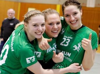 Die Kirchhof-Spielerinnen immer gut gelaunt: Christin Kühlborn, Rica Wäscher und Marieke Blase. Foto: nh