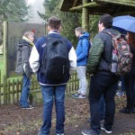 Geführt wurden die Schüler von Gedenkstättenleiterin Karin Brandes. Foto: nh