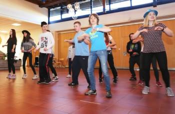 Schülerinnen und Schüler der Hermann-Schuchard-Schule Hephatas und des Melanchthon-Gymnasiums absolvierten Tanz-Workshop. Foto: nh