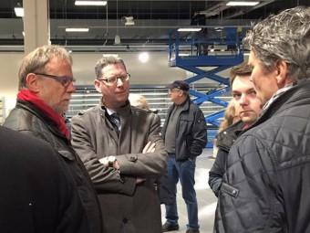 Stadtrat Detlef Schwierzeck, Thorsten Schäfer-Gümbel, Ortsvereinsvorsitzender Patrick Gebauer und Thomas Vockeroth (v.l.), der gerade das Konzept der Schwalm-Galerie erläutert. Foto: nh