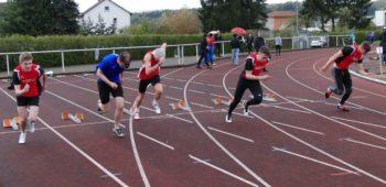 100m-Finale der Männner -  Dennis Horn (rechts) vor Henri Alter. Foto: nh