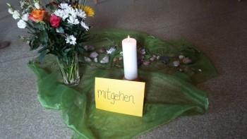 """Das """"Mitgehen"""" will gelernt sein. Der neue Kurs für Hospizhelfer hat in Ziegenhain begonnen. Foto: nh"""