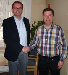 Mathias Wagner (Grünen-Fraktionsvorsitzender und bildungspolitischer Sprecher im Hessischen Landtag) (links) und  Andreas Göbel (DLH-Kreisvorsitzender). Foto: nh