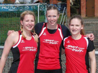Franziska Ebert, Katharina Wagner und Rabea Pöppe nach dem 200m-Lauf. Foto: nh