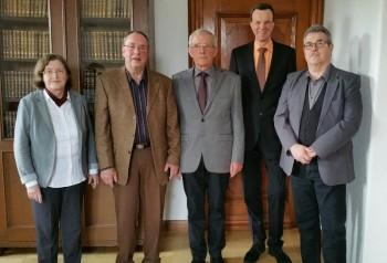 Dr. Gudrun Labenski, Werner Ries, Walter Dörrbecker, Bürgermeister Heinrich Vesper und Helmut Bach (v.l.). Foto: nh