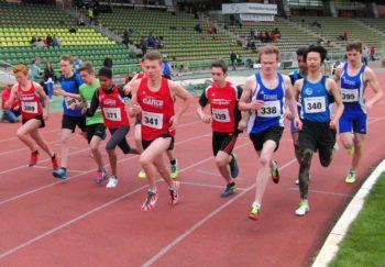 Start zum 800-Meter-Lauf der U18 mit Rene Persch (341) und Marvin Knaust (339). Foto: nh