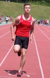 Dennis Horn beim Einlauf ins Ziel. Foto: nh