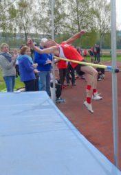 Bernd Gabel beim Versuch, 1,52 m zu überspringen. Foto: nh