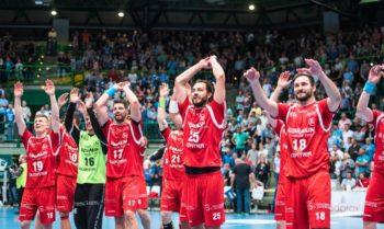 Riesenjubel beim MT-Team angesichts des erreichten vierten Tabellenplatzes und der damit verbundenen EHF-Cup-Qualifikation. Foto: Alibek Käsler