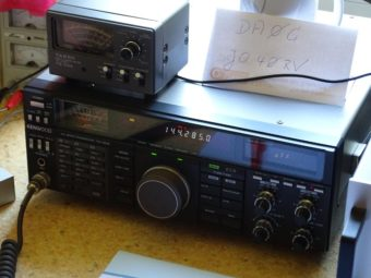 """6 Uhr MESZ """"QRG (Sendefrequenz) 144,285 MHz"""" - es kann losgehen!. Foto: Markus Neumann"""