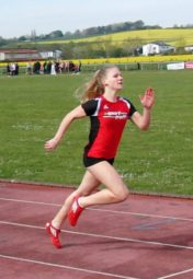 Franziska Ebert beim 400m-Lauf kurz vor dem Ziel. Foto: nh