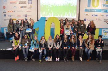 Mädchen aus dem Schwalm-Eder-Kreis besuchten Industriemesse Hannover. Foto: nh