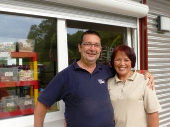 Das Ehepaar Merz ist nach zweijähriger Pause wieder für den Kiosk verantwortlich. Foto. nh