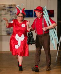 Paul und Anneliese (Theater KuckAn) kommen zum Wellnessurlaub an den Silbersee. Foto: Rainer Sander