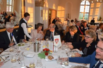 Feierliches Abendessen in der Orangerie mit Ulrich und Inge Neudecker, Mauro Tomasini (LC Adda Milanese) und Bürgermeister Markus Boucsein. Foto: Reinhold Hocke