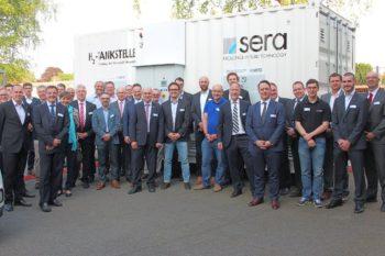 MoWiN.net-Mitglied sera GmbH stellt seine Wasserstofftankstelle vor. Foto: nh