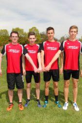 Laurien Pöppe, Aaron Werkmeister, Marvin Knaust und Lorenz Funck nach ihrem Staffelsieg in der U20. Foto: nh
