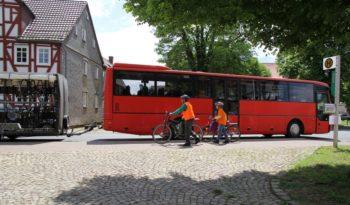 Der Radlerbus bietet genügend Platz für Fahrräder und ihre Fahrer. Foto: nh