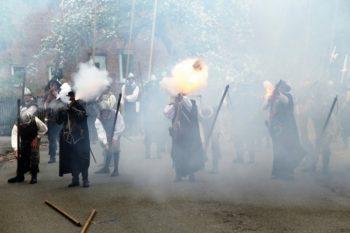 Schützengilde 1517 Landau präsentiert Gefecht aus dem 17. Jahrenhundert. Foto: nh