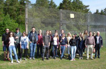 Schüler und Lehrer an Point Alpha. Foto: nh