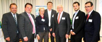 Landrat Winfried Becker, Björn Bauer, Sybille von Obernitz (IHK-Hauptgeschäftsführerin), Markus Schott, Prof. Dr. Martin Viessmann (IHK-Präsident), Steffen Müller (Keynote-Speaker) und Karl-Otto Winter (Vorsitzender des IHK-Regionalausschusses sowie Gastgeber und Referent) (v.l.). Foto: nh