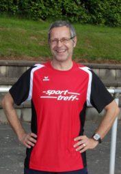 Dr. Uwe Holzapfel, der unmittelbar vorher aus Stuttgart anreiste und sich nach 2-39,44 Minuten hinter Hans-Joachim Schröder den zweiten Platz holte. Foto: nh