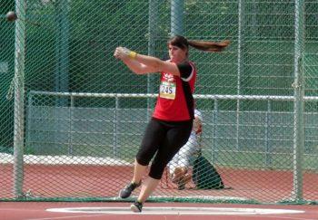 Lisa Arend verbesserte sich als Fünfte der Landesmeisterschaften im Hammerwerfen auf 44,34 Meter. Foto: nh